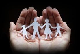 Silouette-famiglia-in-mano