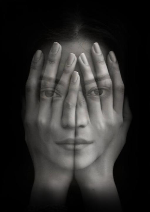 mani-sulla-faccia-1